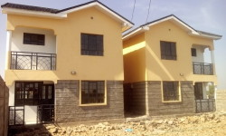 Townhouses for sale in Kitengela near Yukos, 4 Bedrooms House for sale in Kitengela Kenya